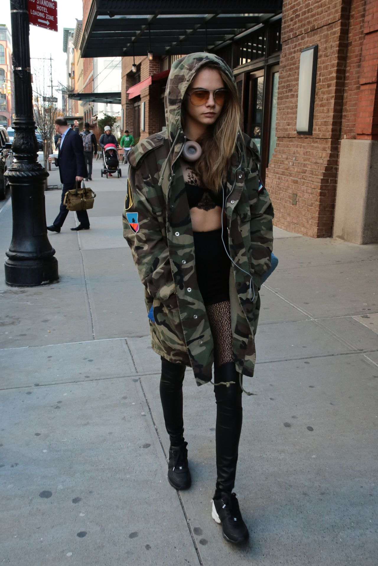 cara-delevingne-style-out-in-new-york-city-ny-3-24-2016-2